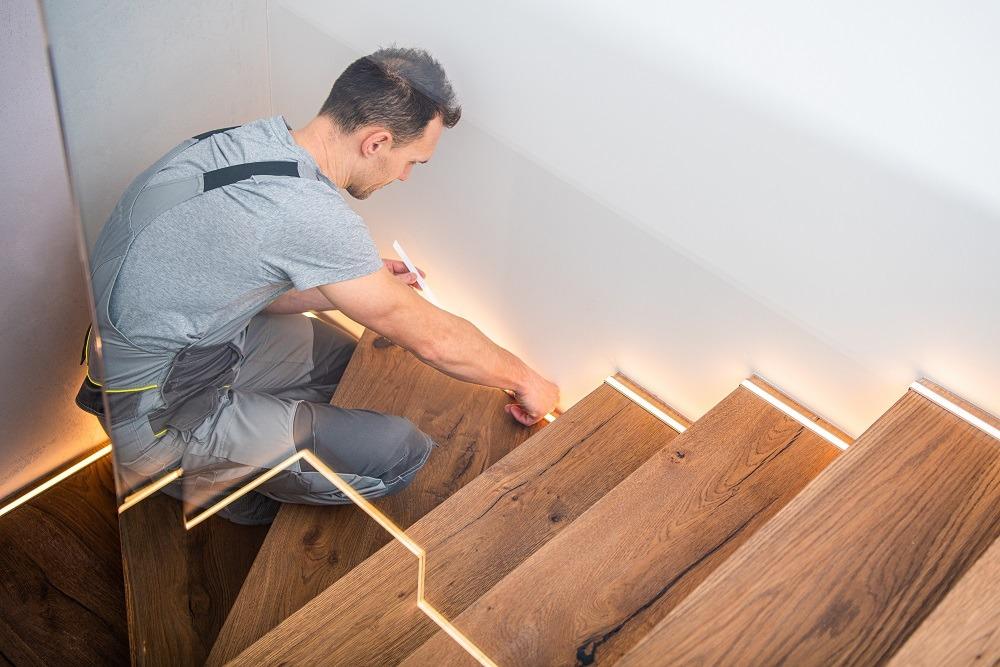Iluminação em escada com fitas de led